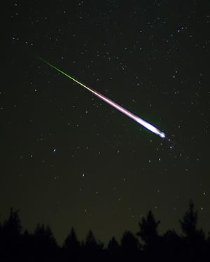 Fireball Meteor streaks across the night sky.